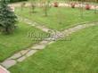 Садовая дорожка из плитняка (камень-пластушка, швы с травой) - 102
