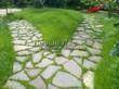 Садовая дорожка из плитняка (камень-пластушка, швы с травой) - 153