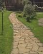 Садовая дорожка из плитняка (камень-пластушка, швы с травой) - 158