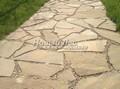 Садовая дорожка из песчаника (швы с гравием)