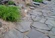 Садовая дорожка из песчаника (швы отсыпаны гравием) - 110