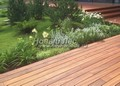 Деревянная садовая дорожка из досок (мостки из дерева, терраса)