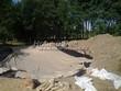 Строительство искусственного водоема и альпийской горки под ключ: уложен очередной слой, создающий подстилку дна водоема