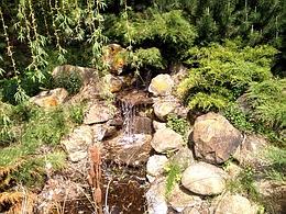 Ландшафтный дизайн своими руками - Ручей с водопадом
