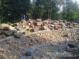 Водоемы - Строительство искусственных водоемов под ключ - Обустройство горки у водоема